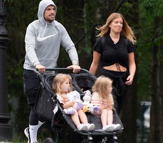 Rebecca Burnett with her husband Jordan & their 2 daughters
