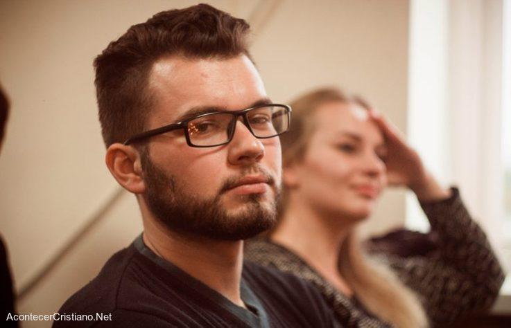 Joven ateo se convierte a Cristo