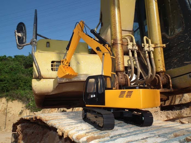 RC Hydraulic Excavator Earth Digger 4200XL 1.12 Scale