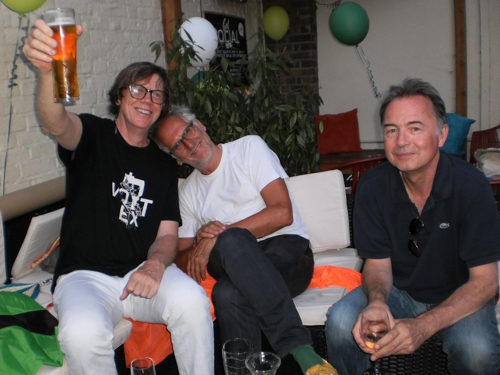 T. con Carlos y Jeremy (guitar tech) 9f3ac56121c