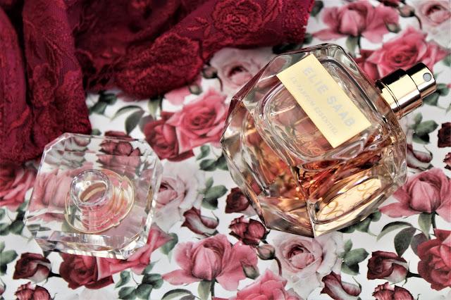le parfum essentiel avis, nouveau parfum femme, parfum femme pour l'été, nouveau parfum elie saab, le parfum essentiel, avis nouveau parfum elie saab, elie saab parfums, parfum femme elie saab, parfum féminin