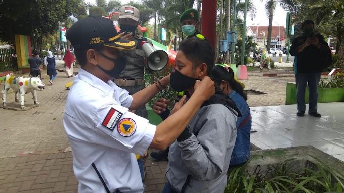 Pertahankan Zona Hijau Tim Satgas Covid -19 Jalan Kaki Kedisiplinan Masyarakat Untuk Ikuti Protokol Kesehatan.