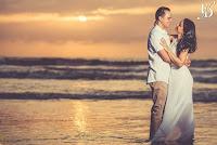 ensaio pre-wedding a beira mar na praia com por-do-sol litoral gaúcho