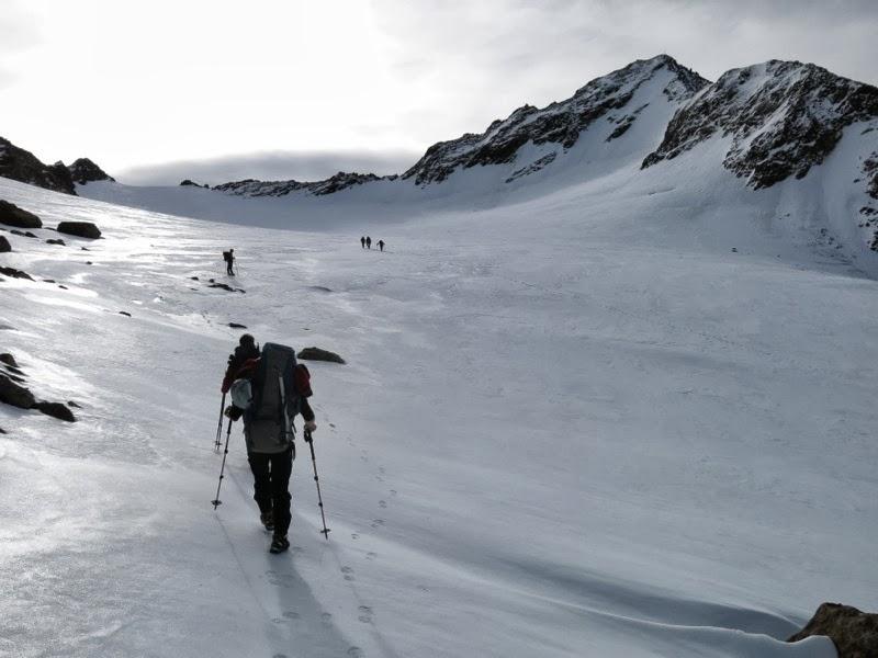 Am Grüblferner, dahinter unser Gipfelziel