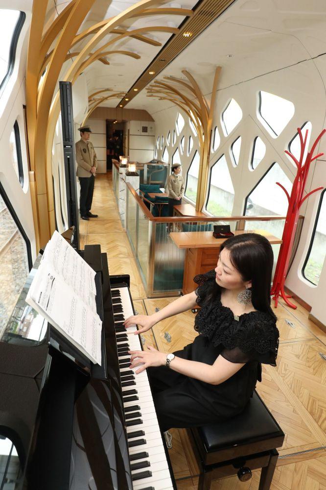 Piano bar at the very beginning