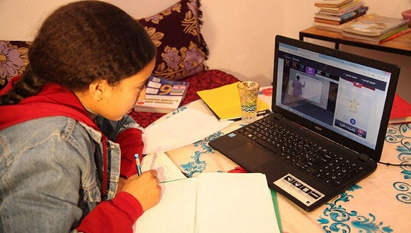وزارة التربية الوطنية تقرر مواصلة التعليم والتكوين عن بعد وتأجيل العطلة الربيعية