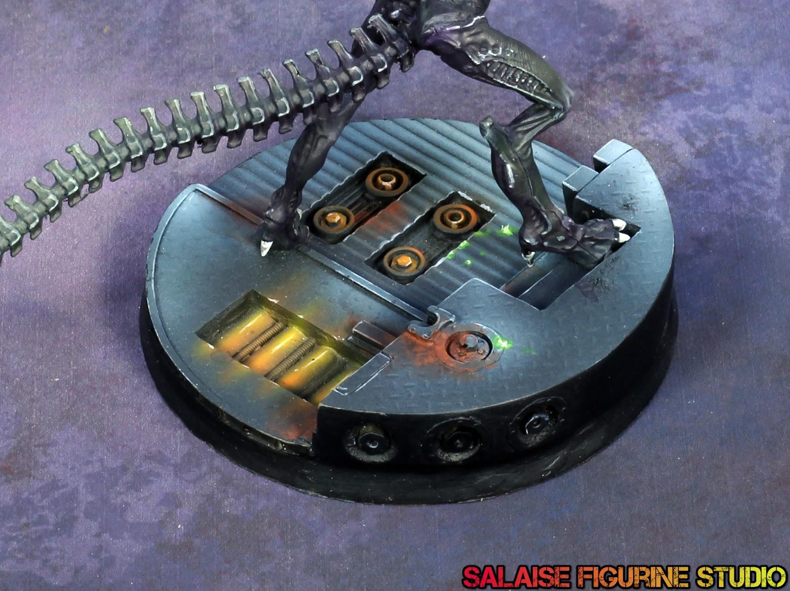 Aliens versus Predator est un jeu de tir à la première personne sur PC. Il propose d'incarner un Marine, un  Alien ou un Predator, chaque race ayant ses points faibles et ses points forts.