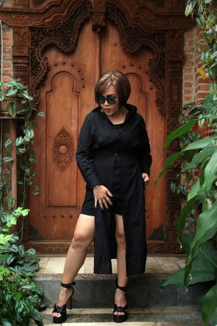 Erika Rasyid, Penyanyi lagu Si Manis Jembatan Ancol.
