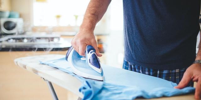 Tips Menyetrika Pakaian dengan Benar