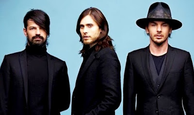 Foto de integrantes de 30 Seconds To Mars con bigote y barba