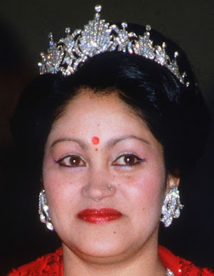diamond tiara queen ratna nepal aishwarya rajya laxmi devi shah