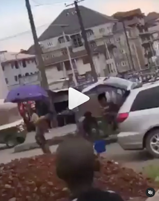 Suspected yahoo boys bath caught in a viral video in the middle of the road as a native doctor performs ritual on them in Abia state (Watch video)
