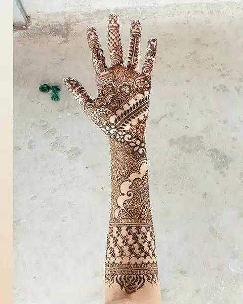 long-mehndi-designs-for-hands