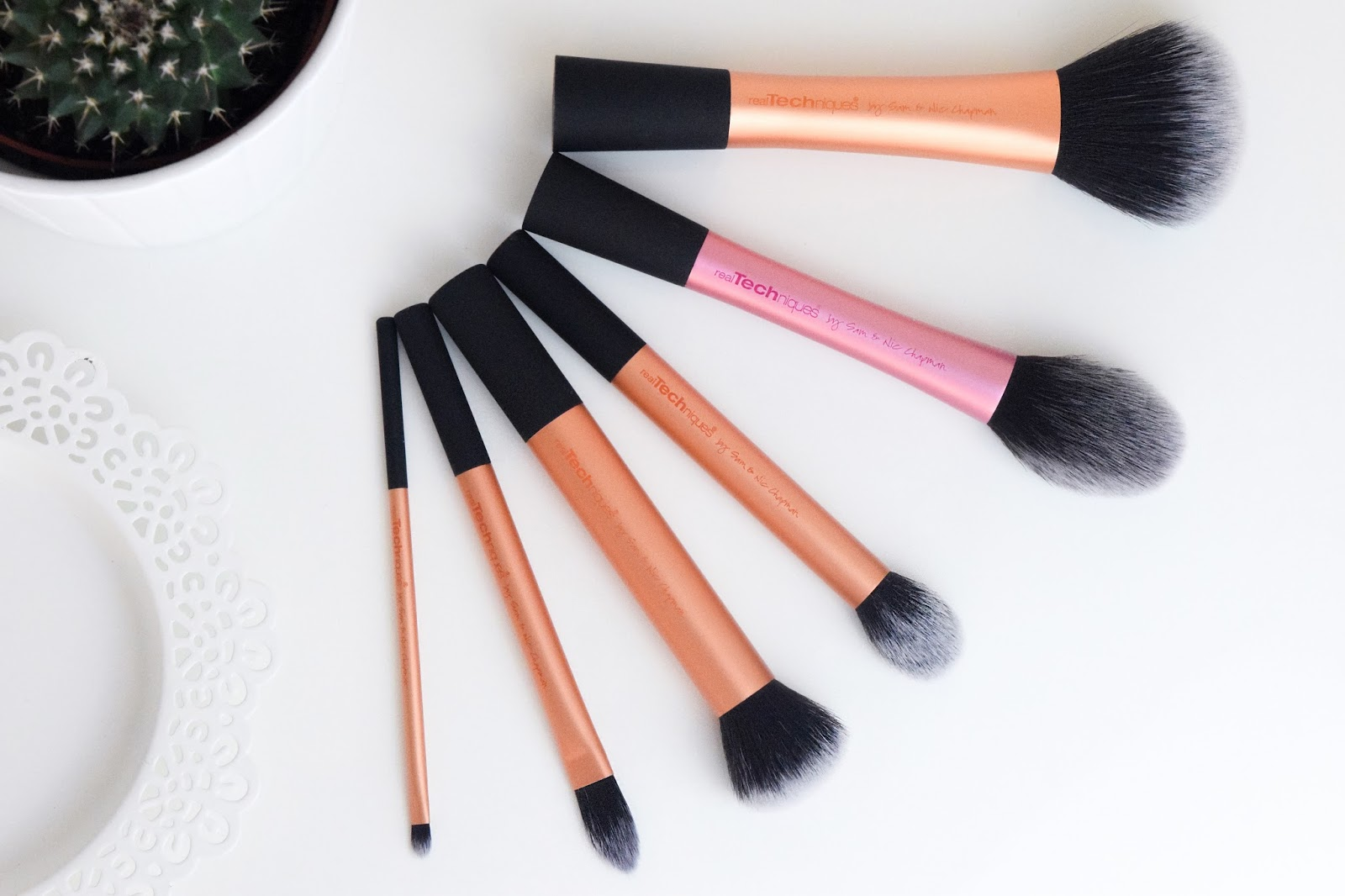 Real Techniques Make Up Brushes Aliciaamyjones 1407 Blush Brush I Am So Happy Now With My New Day To Collection And Cannot Wait Purchase More Of The Add It