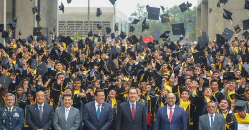 Presidente Martín Vizcarra asiste a graduación de I promoción de Instituto Tecnológico de las Fuerzas Armadas