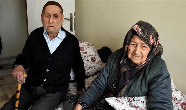 زوجان تركيان عجوزان يتغلبان على فيروس كورونا
