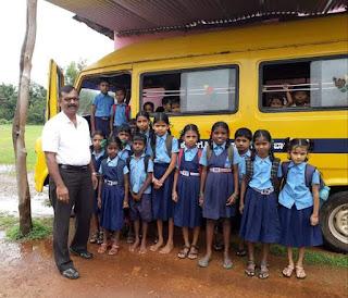Rajaram - School teacher, Bus driver, Hero of kindness  ఆదర్శ ఉపాధ్యాయుడు: స్కూలు కోసం డ్రైవర్గా మారిన టీచర్