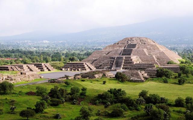 Teotihuacán, la «Ciudad de los dioses», es uno de los centros arqueológicos más impresionantes del mundo que te dejará asombrado a cada paso con sus hermosas y enigmáticas construcciones. No te pierdas la oportunidad de entender los vestigios de una de las civilizaciones más importantes de Mesoamérica. Ven con nosotros y conoce Teotihuacán, en México.
