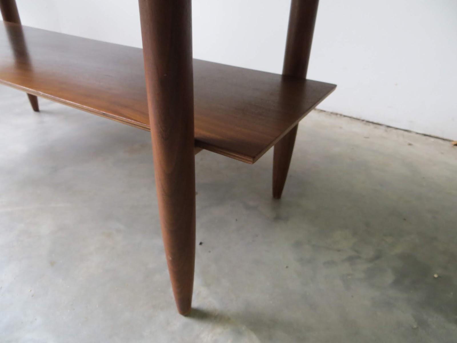 Deense Vintage Salontafel.Zilverduin Vintage Furniture Deense Salontafel