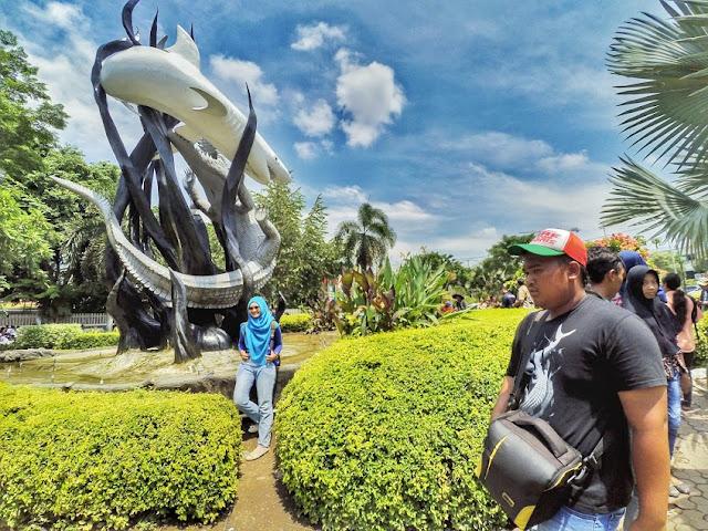 Ramainya Pengunjung Patung Suroboyo di hari libur