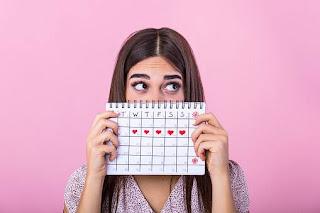 wanita-dengan-kalender