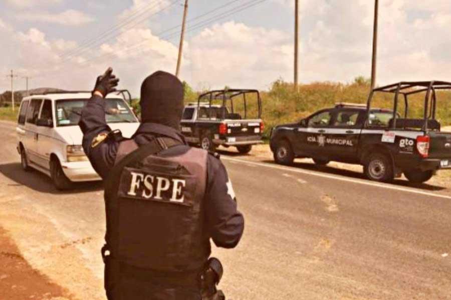 """Policías matan a dos sicarios durante emboscada en tierra de """"El Marro"""""""