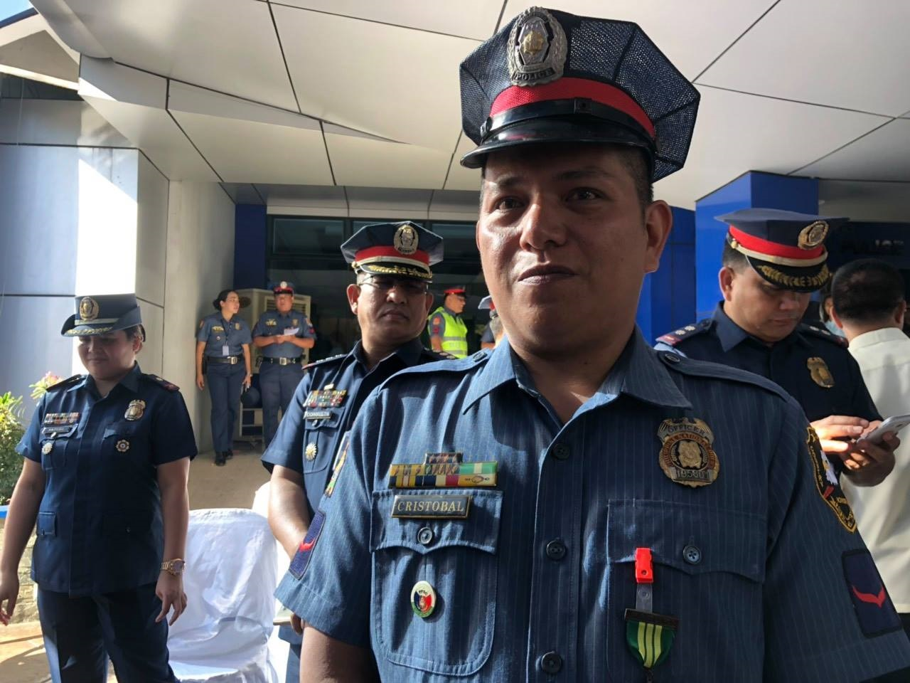 Cop receives 'Medalya ng Papuri' after impressive response during MRT 'taho' incident