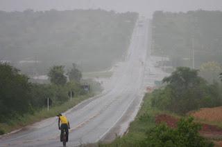 Chuvas fortes, relâmpagos e trovões são registrados na manhã desta quarta-feira na PB
