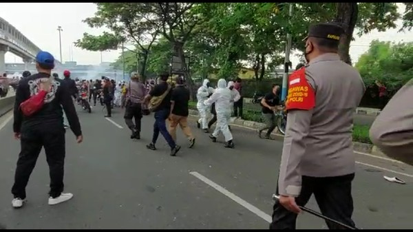 4 Polisi Terluka Diserang Massa HRS, Kabagops Polres Jakpus Sempat Pingsan