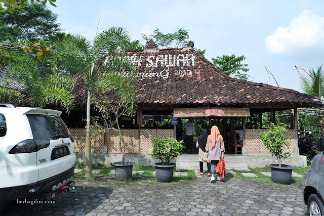 7 Restoran di Jogja Berlatarkan Sawah, Sensasi Makan Pakai Camping! - Qupas