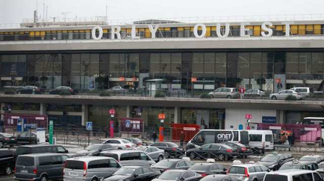 Should you have a réservation of Cab beforehand you travel to Orly?