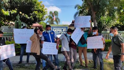 Wartawan Lombok Timur Gelar Aksi Solidaritas di Kantor Satpol PP, Berikut Tuntutannya