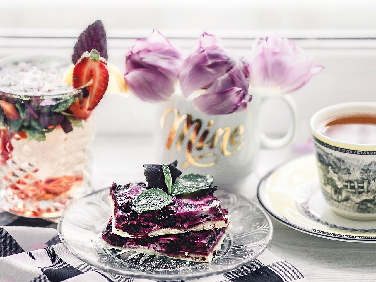 пирог из смородины простой рецепт на кефире со сметанной начинкой фото