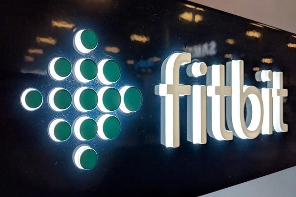Fitbit تخطط للبدأ في تصنيع أجهزة التنفس الصناعي للمساهمة في جهود محاربة كورونا