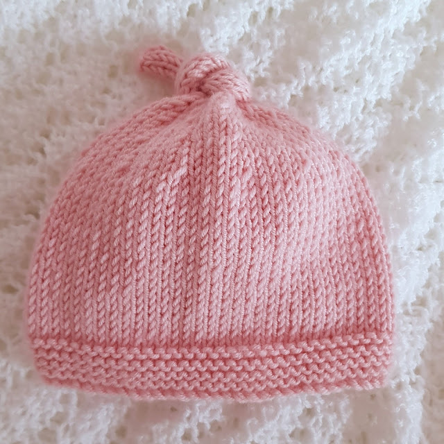 Cute and easy knitted baby hat