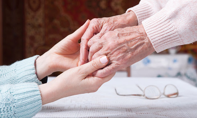 Κυρία 40 ετών αναλαμβάνει την φροντίδα ηλικιωμένου/νης στο Ναύπλιο