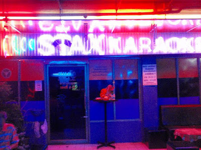 Stax gay bar and karaoke in Saphan Khwai