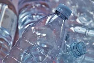أشياء خطيرة ينصح بعدم إعادة إستخدامها منها عبوة المياة البلاستيكية وزيت القلي