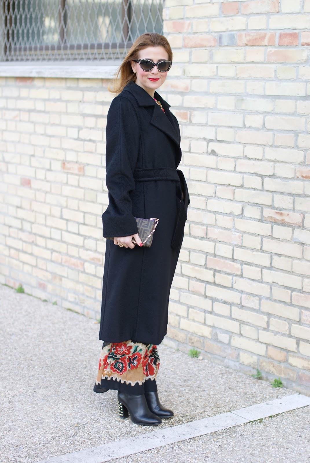 1c55a1c22264 Ho trovato il cappotto nero perfetto  il cappotto Manuela Max Mara è chic e  classico