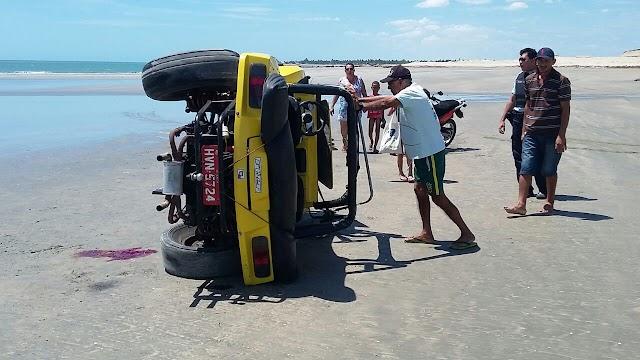 Homem morre e turistas ficam feridas em acidente com buggy em Camocim