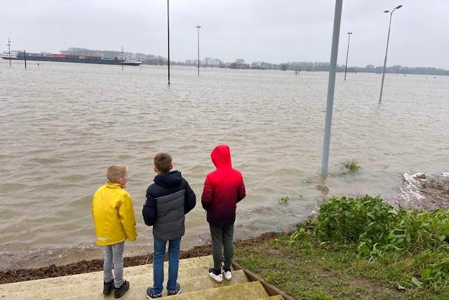 Hoog Water Waalkade Tiel 2021