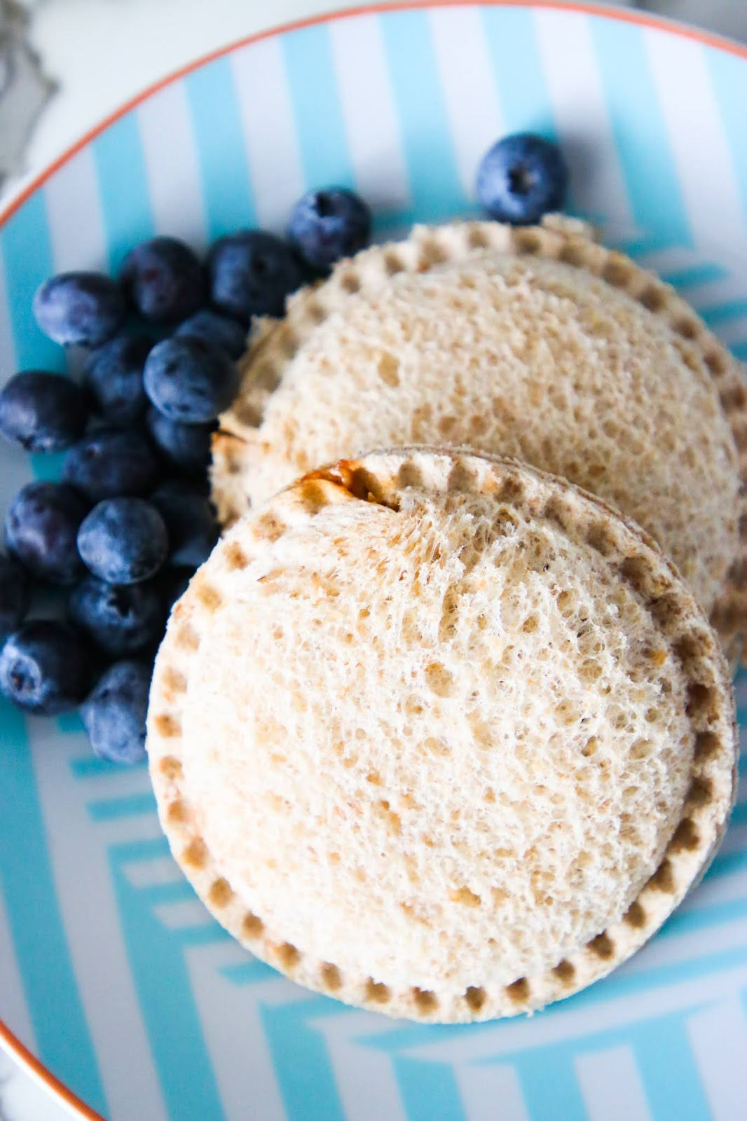 Diy uncrushable without sealer, homemade uncrustables for freezer, copycat uncrustables, uncrushable maker Walmart, ham and cheese uncrustables, how to make uncrustables thaw faster, sandwich sealer target, uncrustables hack.
