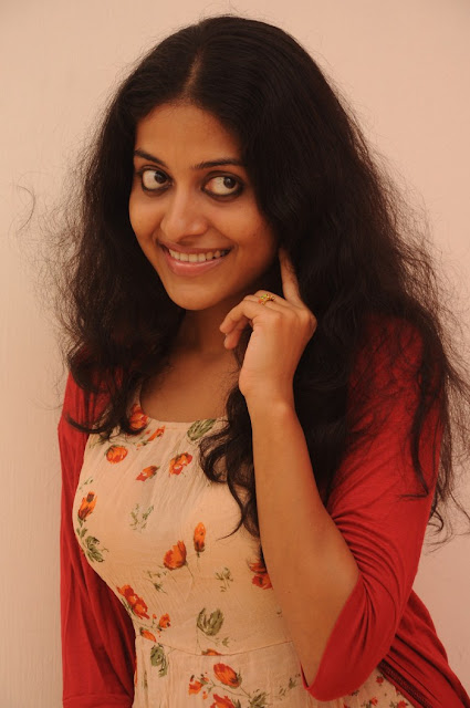 Tamil Actress Kavitha Nair Latest Image Gallery Navel Queens