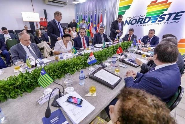 Reunidos em Teresina, nesta quarta-feira (21), os governadores do Nordeste discutiram assuntos de interesse dos estados para alavancar o crescimento da região.