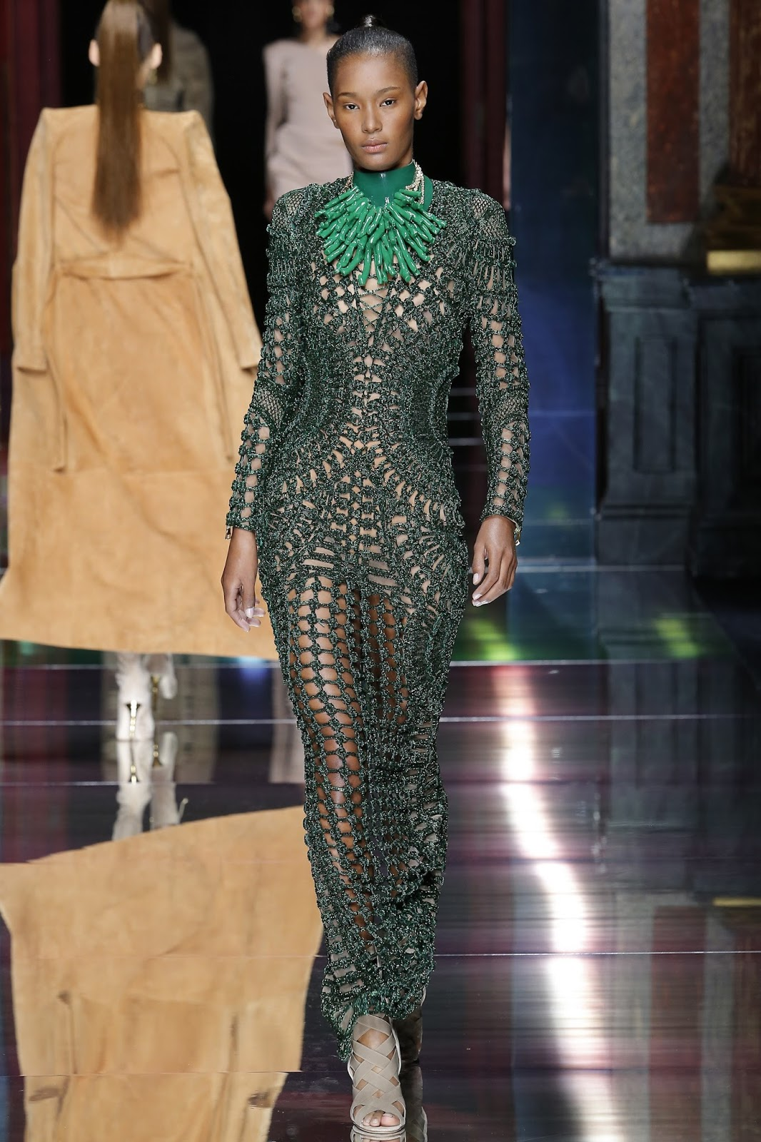 Pantone colour report & spring summer 2016 fashion trends / green flash at Balmain Spring/Summer 2016 via www.fashionedbylove.co.uk British fashion & style blog