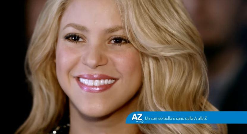 Nome modello e modella Oral-B con Shakira con Foto - Testimonial Spot Pubblicitario Oral-B 2016