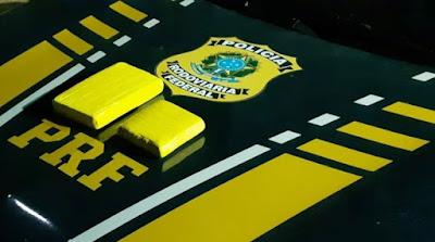 Passageiro de táxi é preso com cocaína em sacola na BR-364