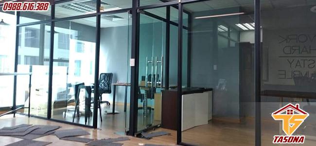 Cửa kính cường lực đẩy quay cho không gian phòng họp
