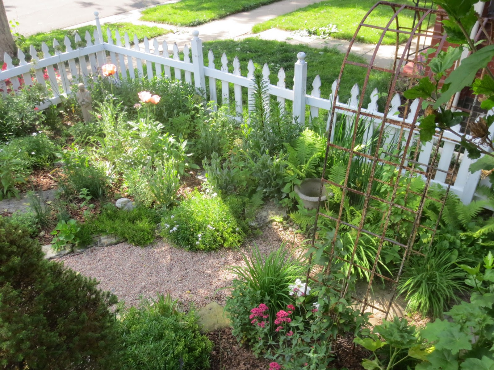 French country style from the foot of the rockies what makes a garden french country - French style gardens ...