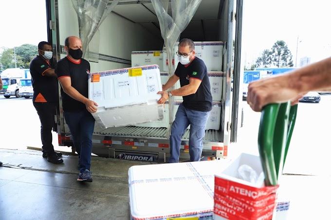 Novo lote de vacinas contra a Covid-19 chega ao Paraná nesta quinta